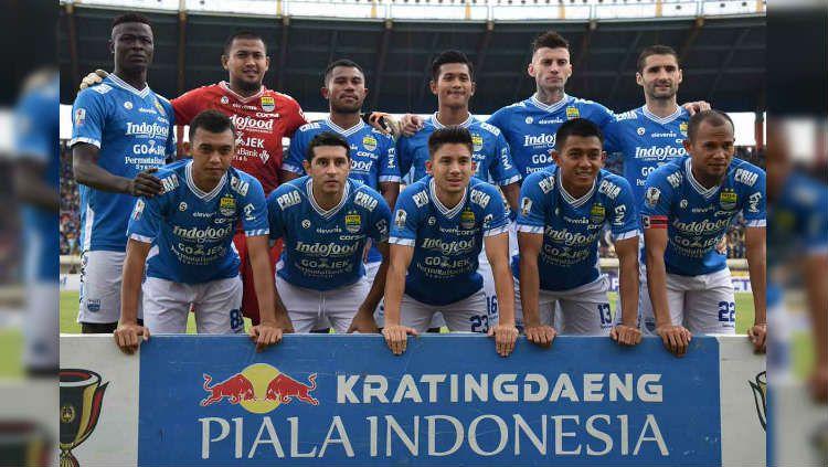 Persib Bandung saat sesi foto tim jelang pertandingan leg pertama perempatfinal Kratingdaeng Piala Indonesia 2018/19 di Stadion Segiri, Rabu (24/04/19) sore. (twitter.com/@persib) Copyright: © twitter.com/@persib