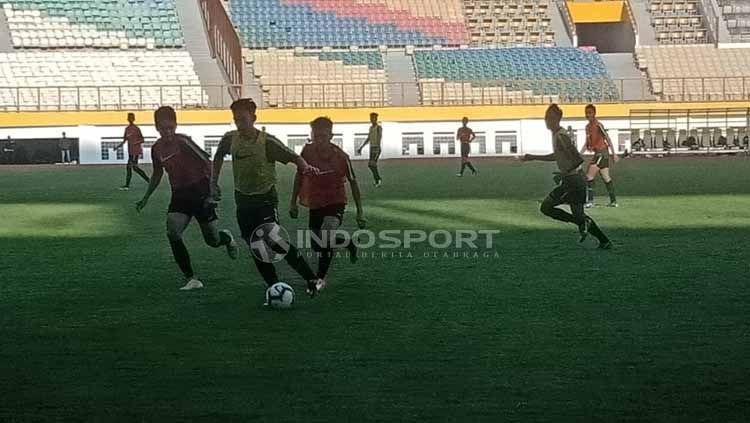 Proses Seleksi Timnas Indonesia U-18 di Stadion Wibawa Mukti, Cikarang (25-04-2019). Foto: Shintya Anya Maharani/INDOSPORT Copyright: © Shintya Anya Maharani/INDOSPORT