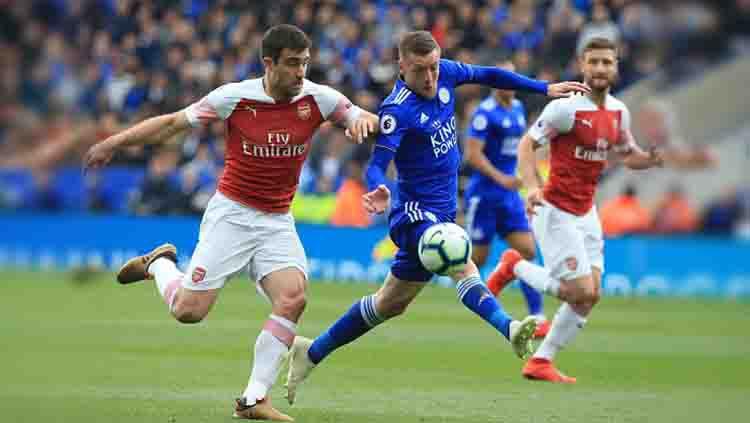Usai resmi melepas Mesut Ozil, Arsenal kembali memutus kontrak salah satu pemainnya. Sosok yang dimaksud adalah bek Sokratis Papastathopoulos. Copyright: © LINDSEY PARNABY/AFP/Getty Images