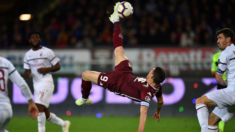 Andrea Belotti (tengah) bocorkan rahasianya usai menjadi pahlawan kemenangan Torino atas AC Milan 2-1. Valerio Pennicino/Getty Images. Copyright: © Valerio Pennicino/Getty Images.