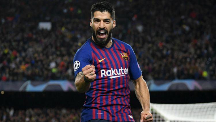 Luis Suarez dedikasikan gol pertama di laga Barcelona melawan Valencia untuk mendiang putri Luis Enrique. Copyright: © Matthias Hangst/Getty Images