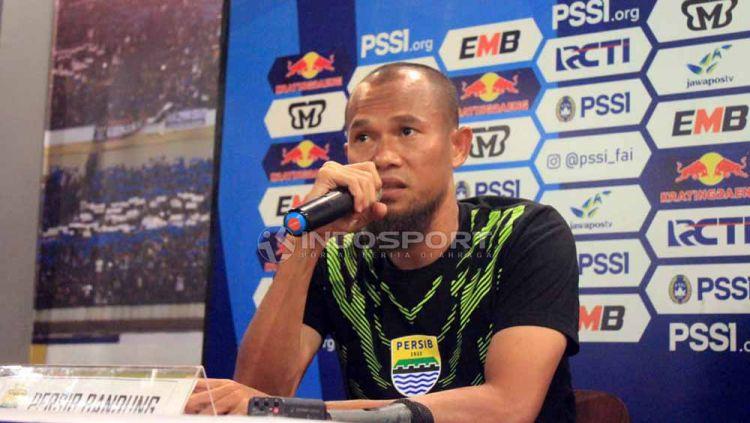 Kapten Persib Bandung, Supardi Nasir, dalam konferensi pers di Graha Persib, Jalan Sulanjana, Kota Bandung, Jumat (3/5/19). Foto: Arif Rahman/INDOSPORT Copyright: © Arif Rahman/INDOSPORT
