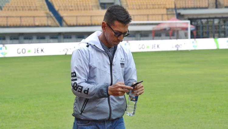Direktur PT Persib Bandung Bermartabat (PBB), Teddy Tjahyono, mengaku kurang setuju jika format Liga 1 berubah menjadi turnamen. Copyright: © Teddy Tjahjono