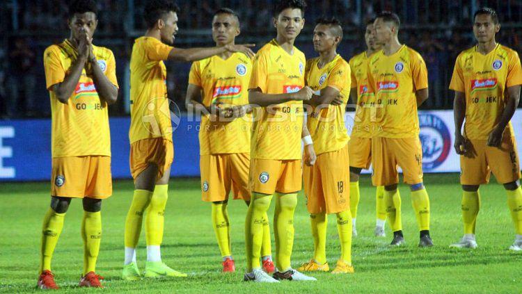 Skuat Arema FC dengan jersey anyar musim depan. Ronald Seger Prabowo/INDOSPORT Copyright: © Ronald Seger Prabowo/INDOSPORT