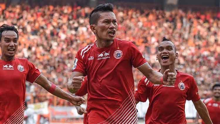 Selebrasi bek senior Persija Jakarta, Ismed Sofyan saat mencetak gol. Copyright: © Instagram/@persijajkt