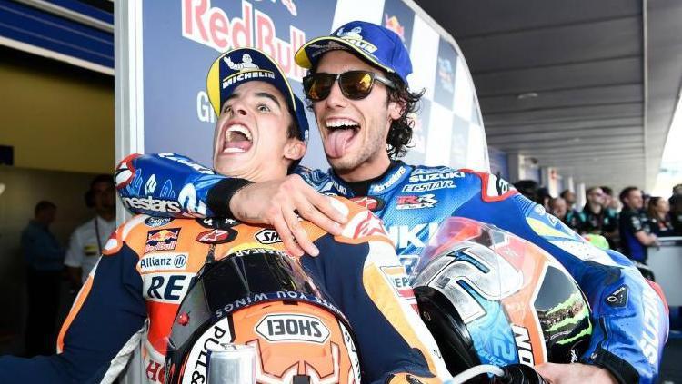 Alex Rins dan Marc Marquez usai balapan di MotoGP Spanyol, Minggu (05/05/19) Copyright: © Crash Net