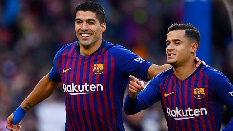 2 pemain bintang Barcelona, Luis Suarez (kiri) dan Philippe Coutinho berselebrasi bersama di sebuah pertandingan.jpg Copyright: © GABRIEL BOUYS/GETTYIMAGES