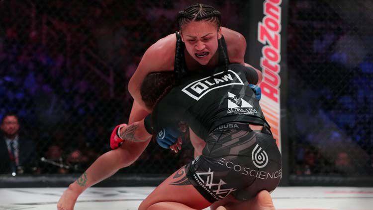 Situasi pertarungan Ilima-Lei Macfarlane dengan Veta Arteaga. Copyright: © sports.yahoo.com