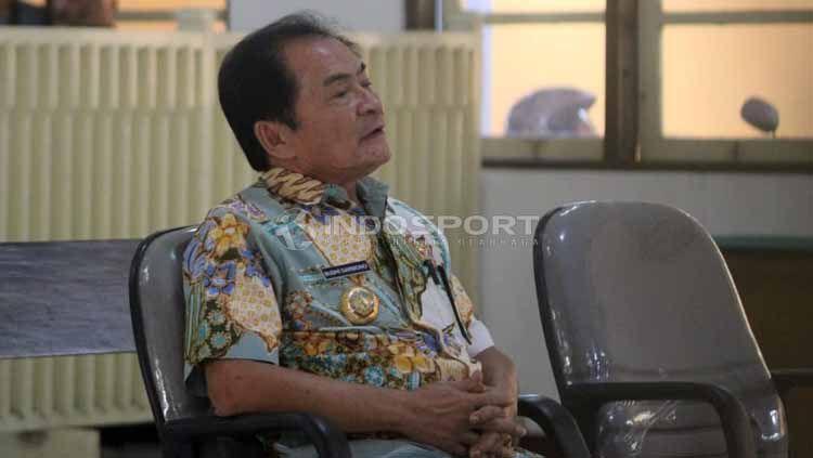 Bupati Banjarnegara, Budi Sarwono memberikan kesaksian kasus mafia bola di Pengadilan Negeri (PN) Kabupaten Banjarnegara, Kamis (09/05/19). Foto: Ronald Seger Prabowo/INDOSPORT Copyright: © Ronald Seger Prabowo/INDOSPORT