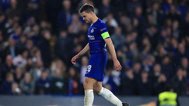Kapten Chelsea, Cesar Azpilicueta mengaku khawatir soal kondisi yang akhir-akhir ini menghampiri timnya dan juga Stamford Bridge. Copyright: © Mike Egerton/GettyImages