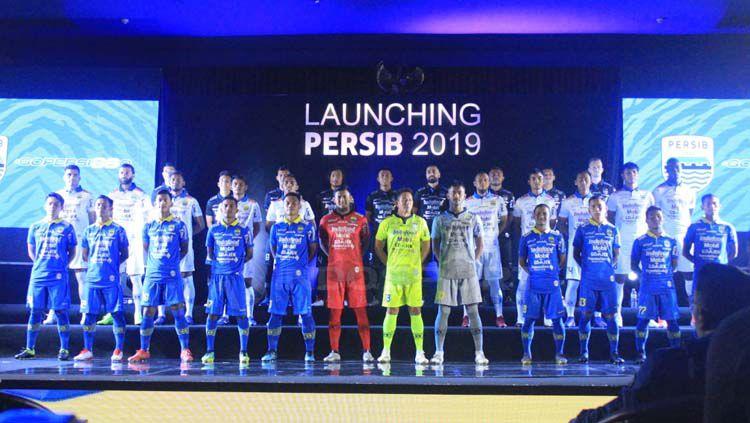 Jersey yang akan digunakan Persib Bandung untuk mengarungi musim 2019. Arif Rahman/INDOSPORT Copyright: © Arif Rahman/INDOSPORT