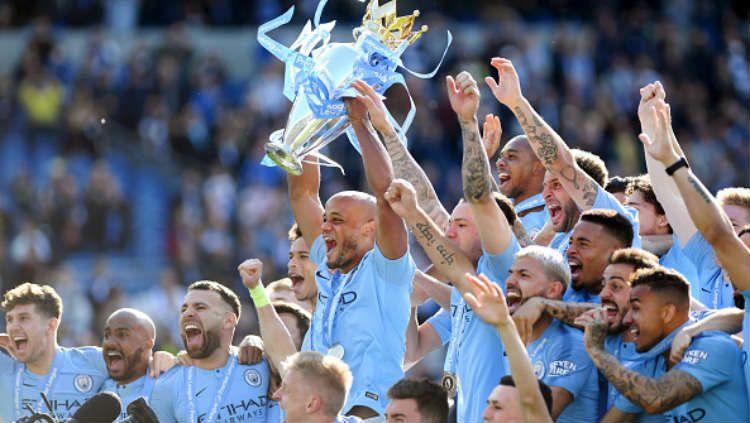 Selebrasi para pemain Manchester City usai meraih gelar juara Premier League. Copyright: © Shaun Botterill/Getty Images