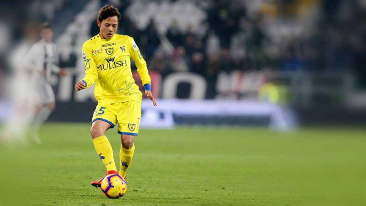AC Milan kabarnya tengah bersaing dengan Barcelona dan Bayern Munchen untuk mendatangkan gelandang Chievo Verona yang bernama Emanuel Vignato. Copyright: © Marco Canoniero/LightRocket via Getty Images