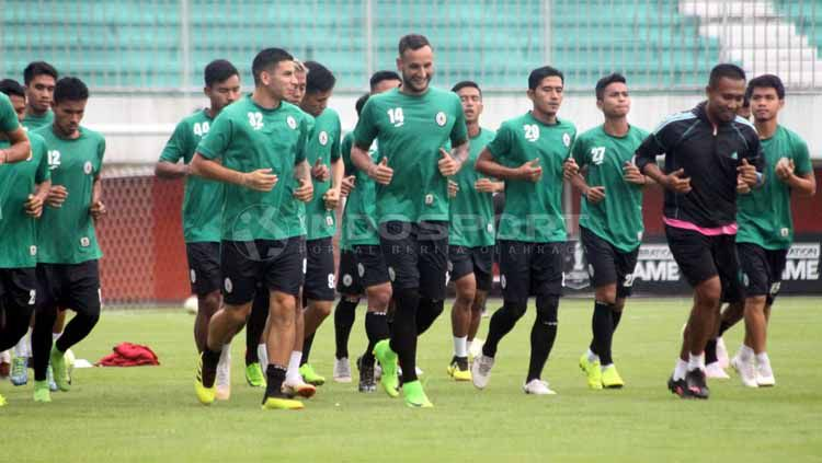 Situasi official training PSS Sleman. Ronald Seger Prabowo/INDOSPORT Copyright: © Ronald Seger Prabowo/INDOSPORT