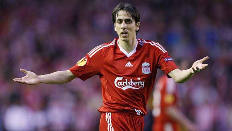 Pemain Liverpool, Yossi Benayoun sewaktu membela Liverpool. Foto: Mike Egerton - EMPICS/PA Images via Getty Images Copyright: © Mike Egerton - EMPICS/PA Images via Getty Images