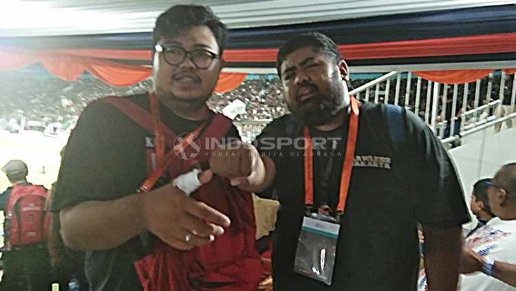Wartawan mengalami luka dalam kerusuhan laga PSS Sleman vs Arema FC. Foto: Zainal Hasan/INDOSPORT Copyright: © Zainal Hasan/INDOSPORT
