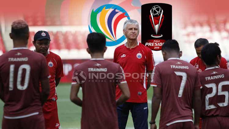 Persija Jakarta dan logo Piala AFC dan Piala Presiden. Copyright: © Herry Ibrahim/Eli Suhaeli/INDOSPORT