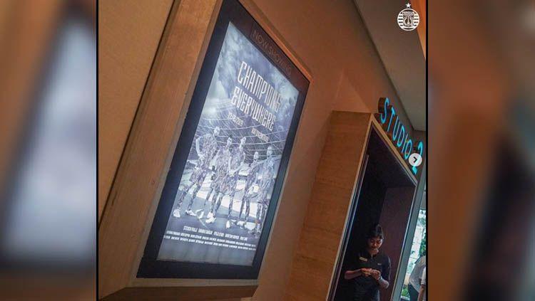 Persija Jakarta di Liga 1 2019 musim lalu melakukan launching tim selayaknya akan menayangkan sebuah premier film layar lebar di bioskop. Copyright: © Instagram Persija Jakarta