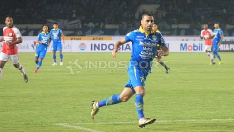 Artur Gevorkyan akan mengambil di laga Persib vs Persipura di Liga 1. Copyright: © Arif Rahman/INDOSPORT