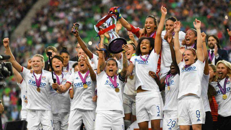 Selebrasi juara tim Olympique Lyon di Liga Champions Wanita 2018/19. Copyright: © twitter.com/OLfeminin