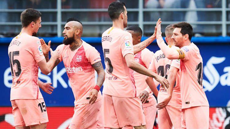 Selebrasi para pemain Barcelona usai cetak gol ke gawang Eibar. Copyright: © Juan Manuel Serrano Arce/Getty Images