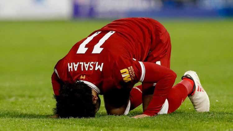Mohamed Salah sujud usai Liverpool kalahkan Sevila di Liga Champions. Foto: bolagpsport.com Copyright: © bolagpsport.com