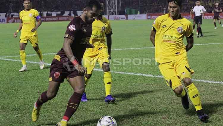 Situasi pertandingan PSM Makassar vs Semen Padang. Copyright: © Wira Wahyu Utama/INDOSPORT