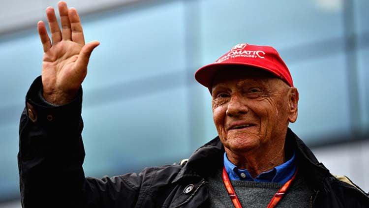 Lewis Hamilton dedikasikan gelar juara dunia Formula 1 untuk mendiang Niki Lauda. Dan Mullan/Getty Images Copyright: © Dan Mullan/Getty Images