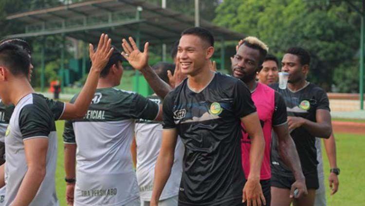 Tanpa Andy Setyo, pelatih Tira-Persikabo, Igor Kriushenko bocorkan strategi lawan Persita Tangerang, Minggu (15/03/20) di Stadion Pakansari. Copyright: © Instagram/@andysetyon