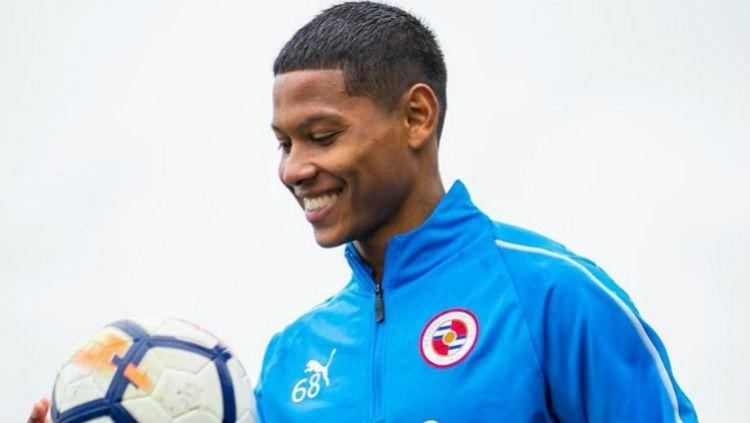 Apakah Darren Sidoel bisa bertahan di Reading FC atau malah dilepas ke klub antah berantah? Copyright: © instagram.com/darren.sidoel