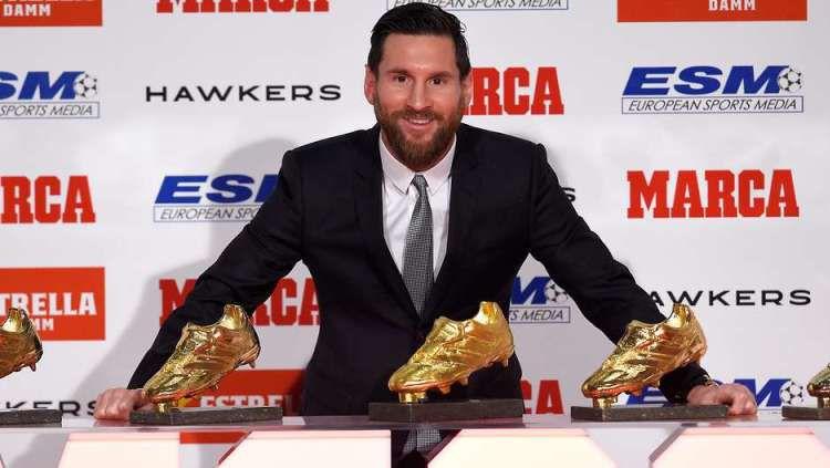 Lionel Messi ternyata pernah membeli sepatu sepak bola palsu alias KW ketika ia masih muda. Copyright: © Give Me Sport