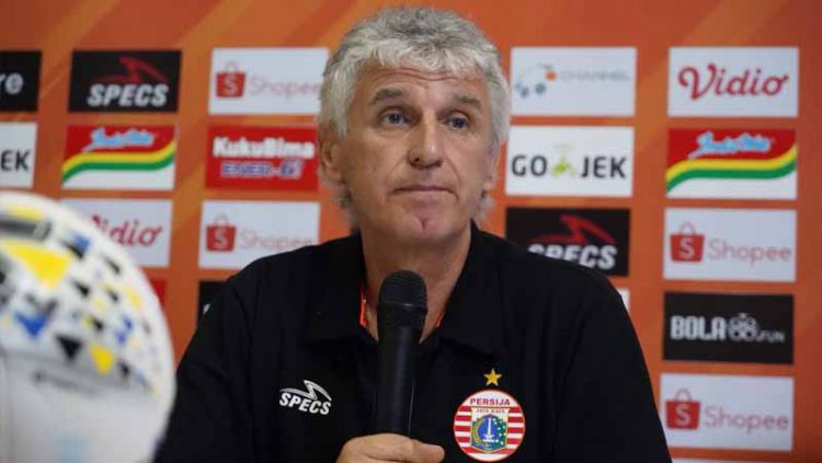Ivan Kolev menjelaskan lemahnya lini belakang Persija Jakarta menjadi sesuatu yang harus segera ia benahi setelah kalah 1-2 dari PSIS Semarang. Copyright: © Media Persija