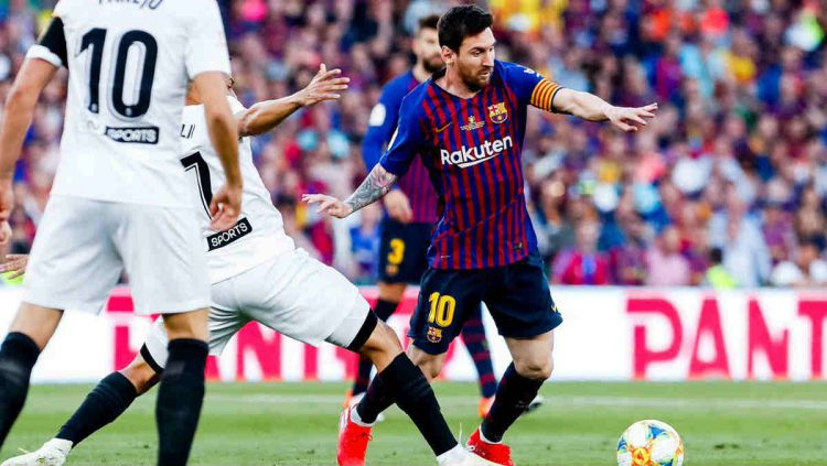 Aksi Lionel Messi di final Copa del Rey 2018/19 Barcelona vs Valencia, Minggu (26/05/19). Copyright: © twitter.com/FCBarcelona_es