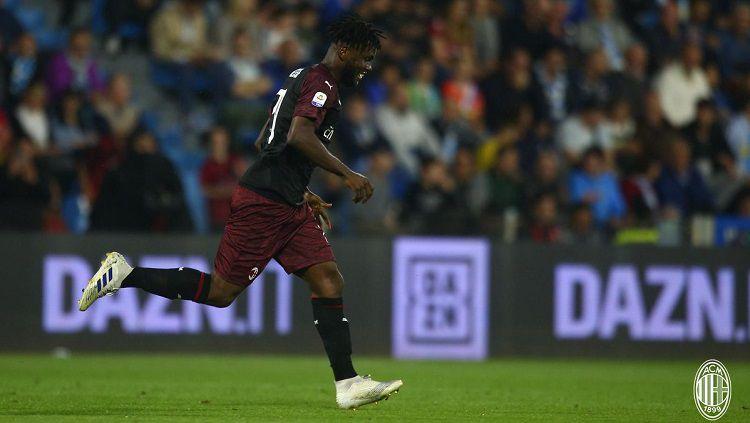 Eks petinggi AC Milan memberi lampu hijau kepada Napoli untuk memboyong Franck Kessie dari kubu Rossoneri. Copyright: © Twitter @acmilan