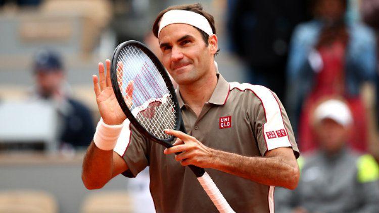 Roger Federer sukses menumbangkan Lorenzo Sonego di hari pertama Roland Garros Prancis Terbuka 2019. Copyright: © Clive Brunskill/Getty Images