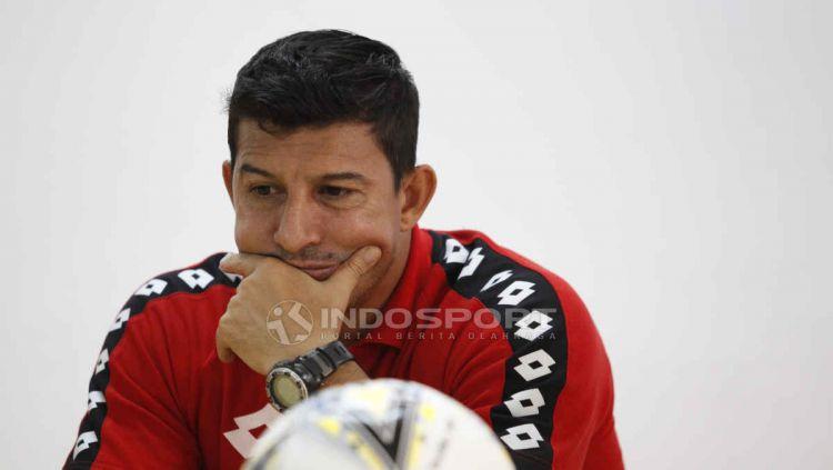 Kabar Angel Alfredo Vera sebagai calon pelatih baru Arema FC semakin kuat. Copyright: © Herry Ibrahim/INDOSPORT