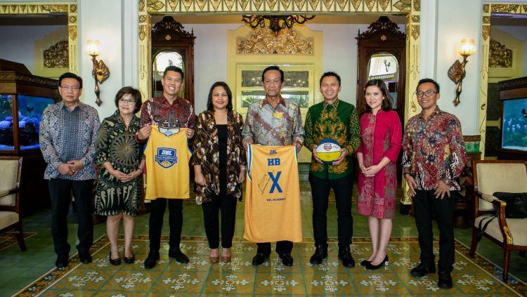 Sri Sultan Hamengkubuwono X menyambut gembira rencana hadirnya kompetisi basket pelajar Developmental Basketball League (DBL) Academy di Yogyakarta. Copyright: © HUMAS DBL