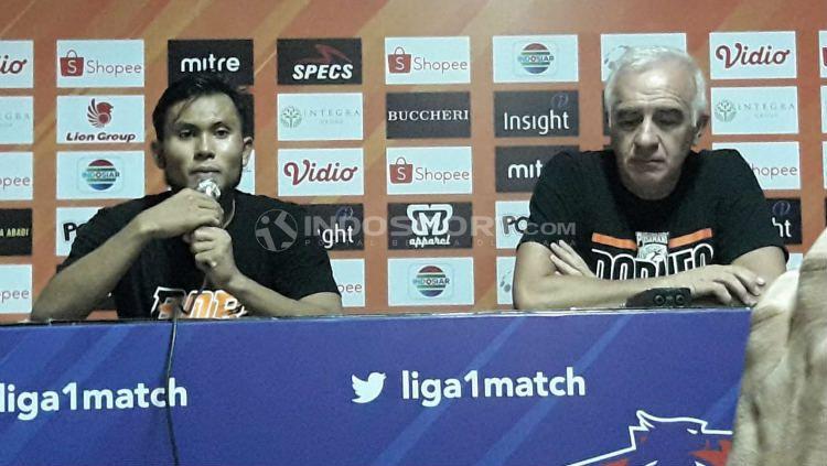 Pelatih Borneo FC, Mario Gomez dan Ichsan Kurniawan. Ian Setiawan/INDOSPORT.COM Copyright: © Ian Setiawan/INDOSPORT.COM