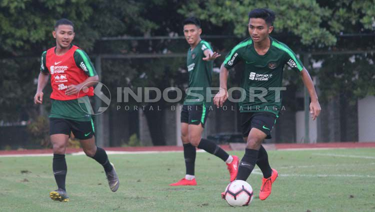 Timnas Indonesia U-23 berlatih di Stadion Universitas Negeri Yogyakarta (UNY), Rabu (29/05/19). Ronald Seger Prabowo/INDOSPORT Copyright: © Ronald Seger Prabowo/INDOSPORT