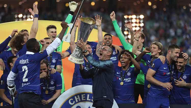 Meski berhasil mengantarkan Chelsea juara Liga Europa 2018/19, Maurizio Sarri dipersilakan angkat kaki dari Chelsea jika ingin. Resul Rehimov/Anadolu Agency/Getty Images. Copyright: © Resul Rehimov/Anadolu Agency/Getty Images