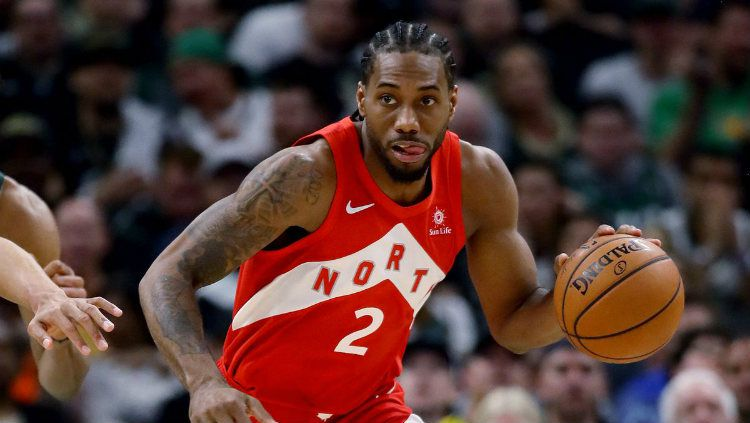Bintang Toronto Raptors, Kawhi Leonard, menjadi incaran LA Lakers. Copyright: © SB Nation