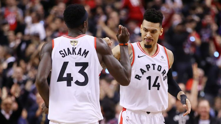 Pascal Siakam, Danny Green selebrasi usai menang di game 1 Final NBA antara Toronto Raptors vs Golden State Warriors, di Scotiabank Arena, Jumat (31/05/19). Copyright: © Gregory Shamus/Getty Images