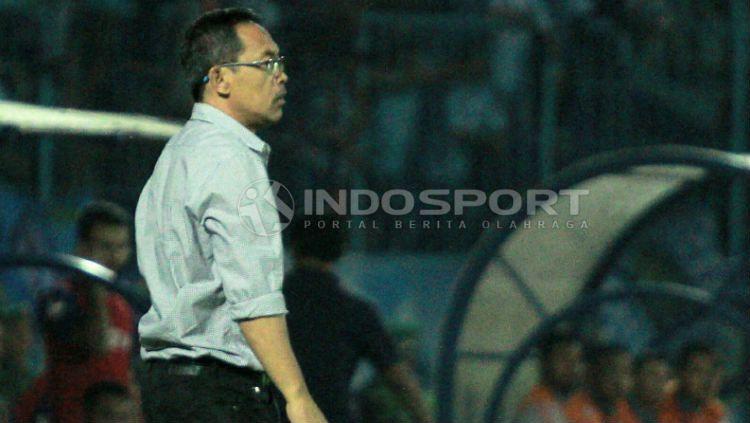 Pelatih Persela, Aji Santoso masih geram dengan kinerja wasit. Copyright: © Ian Setiawan/INDOSPORT