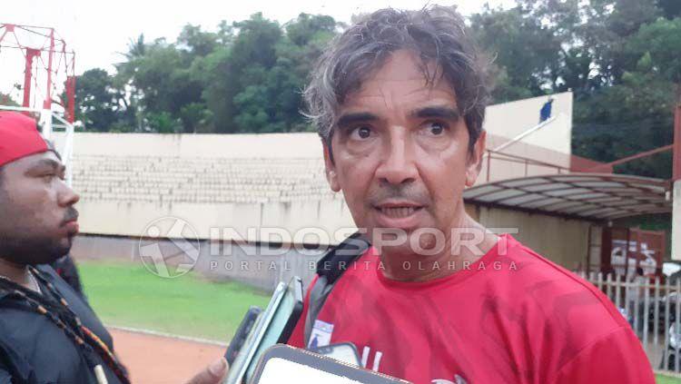 Luciano Leandro tak memungkiri akan sangat senang bila bisa melatih Persija Jakarta. Copyright: © Sudjarwo/INDOSPORT