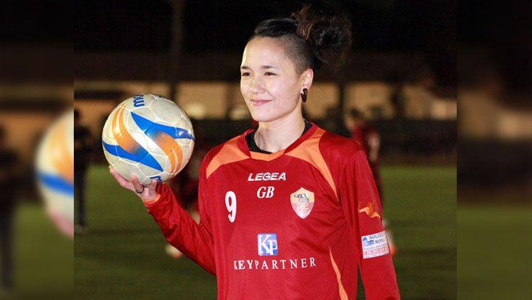 Pemain sepak bola wanita berdarah Indonesia Riana Nainggolan. Copyright: © Twitter/@waleedabunada