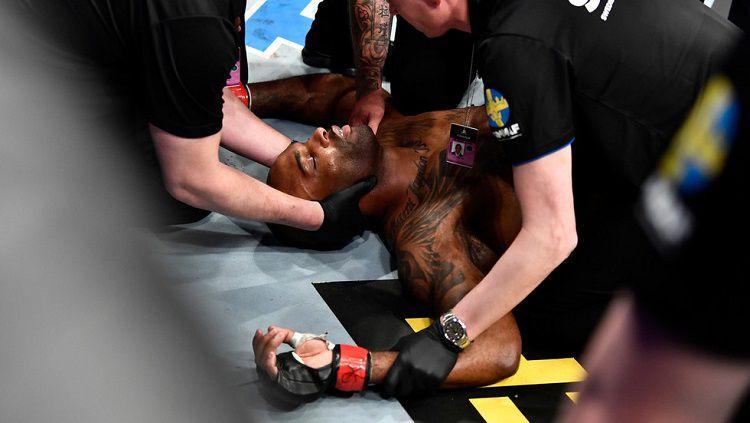 Jimi Manuwa tumbang usai dikalahkan Aleksandar Rakic di UFC Stockholm Copyright: © Getty Images / Jeff Bottari