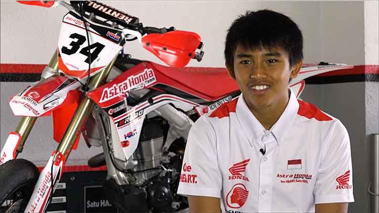 Mario Suryo Aji berkesempatan untuk berlatih di Barcelona, yang notabene asal pembalap MotoGP, Marc Marquez. Copyright: © Astra Honda Racing Team