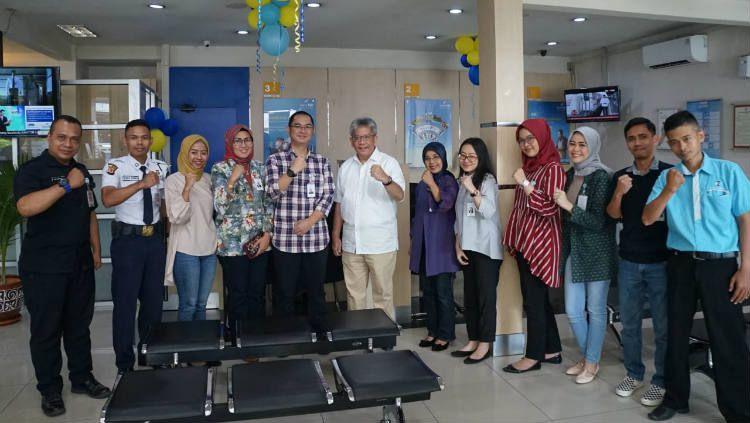 Jajaran manajemen bank bjb melakukan kunjungan ke sejumlah jaringan kantor pada Selasa (04/06/19) yaitu di Kantor Cabang Suci dan Kantor Cabang Buahbatu, Kota Bandung. Copyright: © Corporate Secretary Bank bjb
