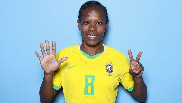Indosport - Berusia 43 tahun, Formiga masih memburu medali emas pertama bersama timnas sepak bola wanita Brasil, di Olimpiade Tokyo yang merupakan Olimpiade ketujuhnya.