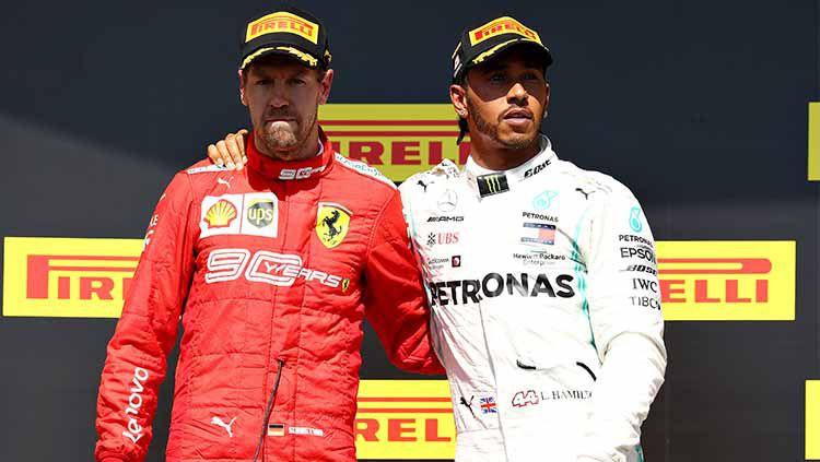Lewis Hamilton mengajak Sebastian Vettel untuk berdiri di podium pertama GP Kanada 2019. Copyright: © Mark Thompson/Getty Images